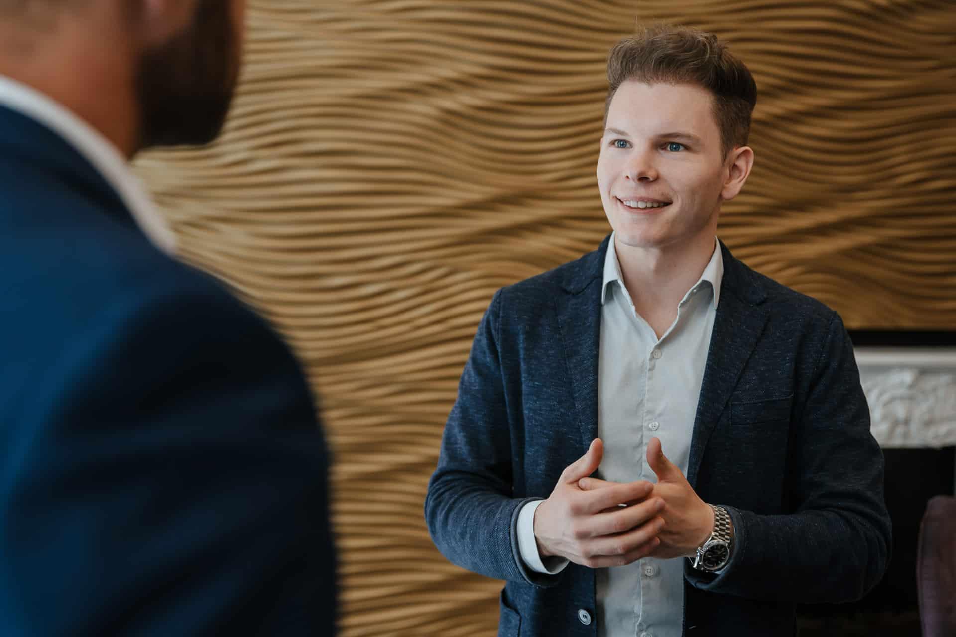 Wolfgang Deutschmann aktiv beim Interview