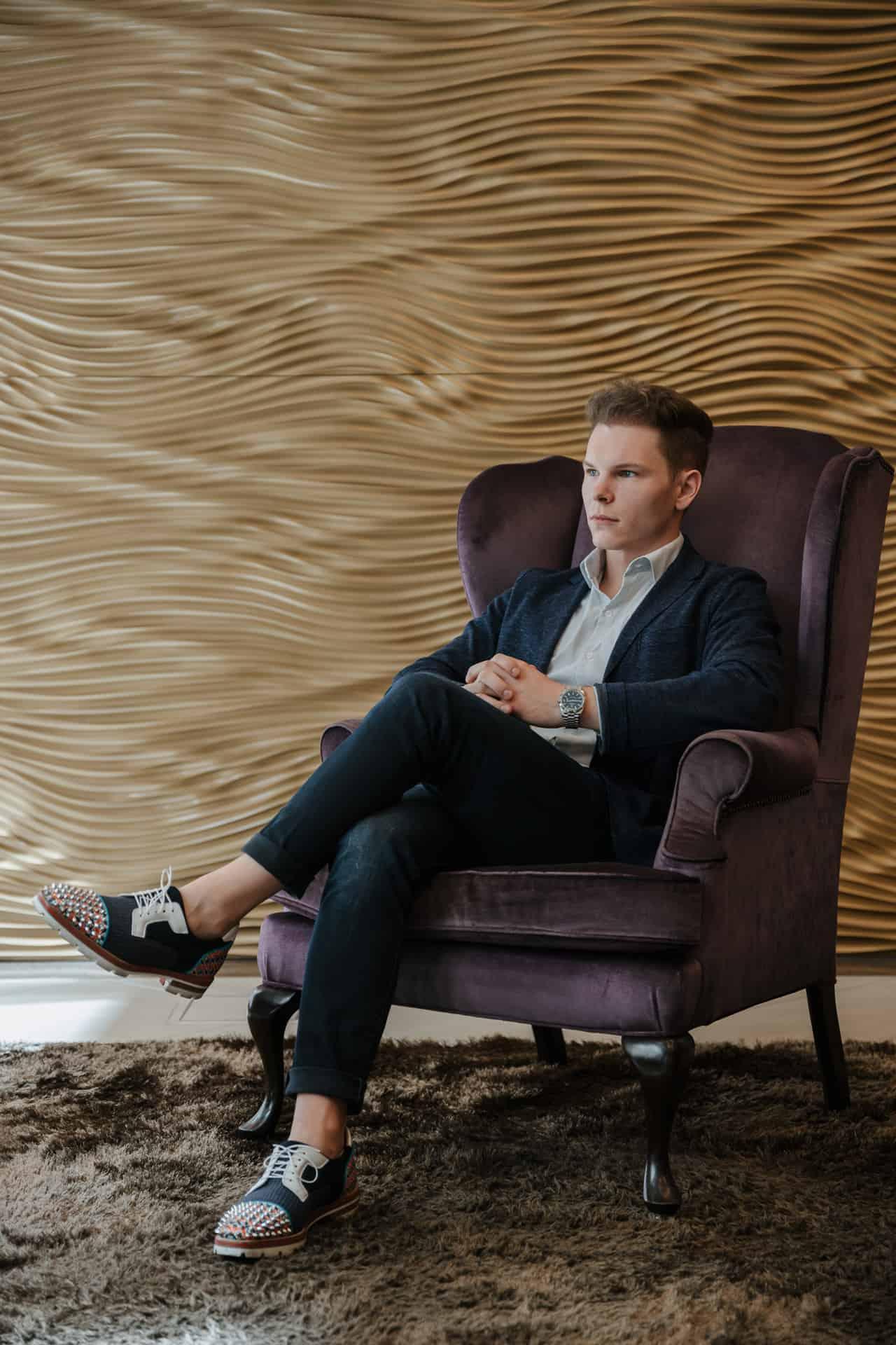 Wolfgang Deutschmann entspannt beim Interview